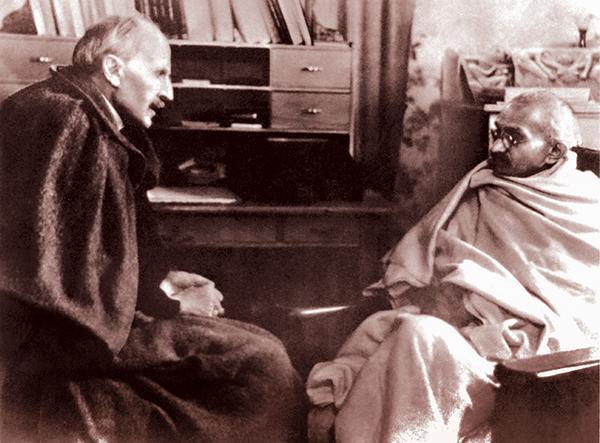 """นิทรรศการภาพถ่ายชีวประวัติ """"ชีวิตมหาตมาคานธี : The Life of Mahatma Gandhi"""""""